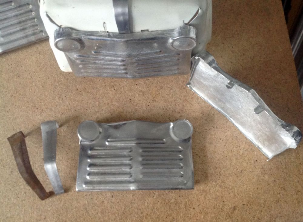 Tri-ang / Triang  Junior  reproduction Metal Radiator  Grille & Bonnet Strip  set